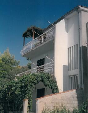 Stanići, Omiš, Объект 18129 - Апартаменты вблизи моря с галечным пляжем.