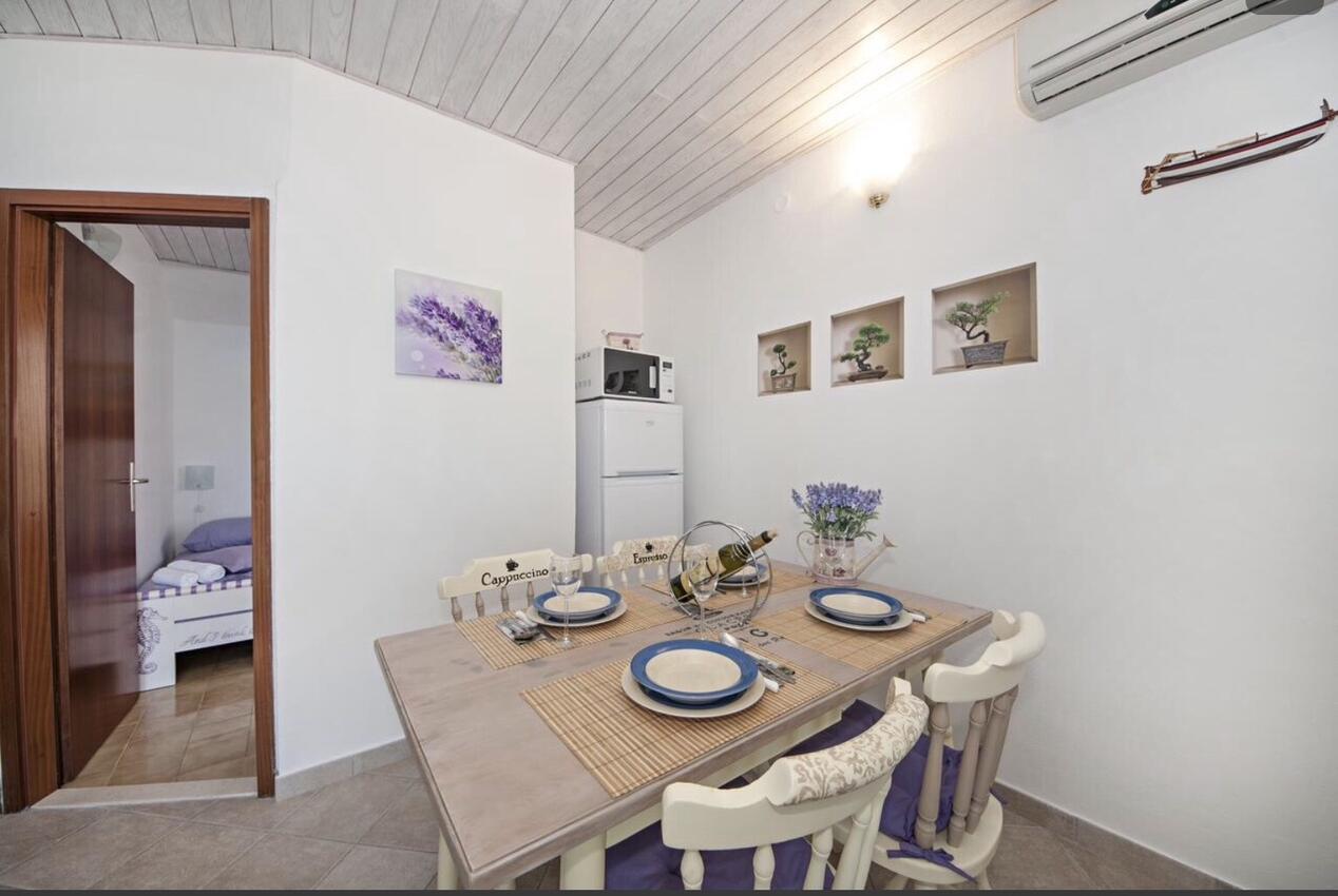 Ferienwohnung im Ort Kanica (Rogoznica), Kapazität 4+0 (2745759), Kanica, , Dalmatien, Kroatien, Bild 4