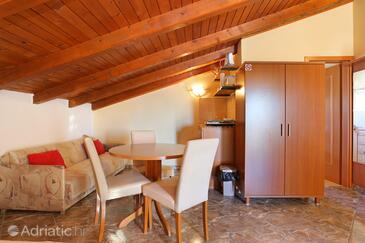 Seget Vranjica, Jídelna v ubytování typu studio-apartment, WiFi.