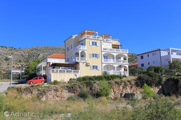 Seget Vranjica, Trogir, Объект 18138 - Апартаменты с галечным пляжем.