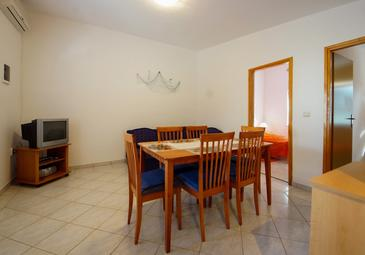 Vir, Dining room in the apartment, air condition available, (pet friendly) and WiFi.