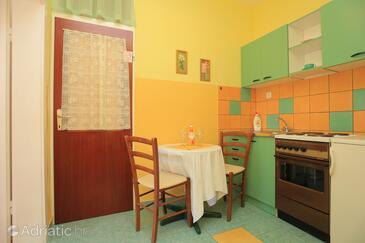 Pisak, Dining room in the apartment, WiFi.