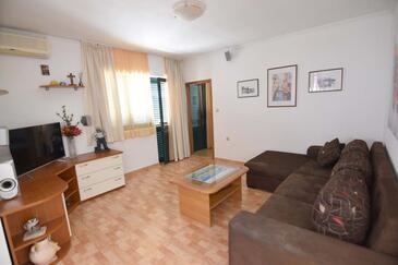 Kotišina, Obývací pokoj v ubytování typu apartment, s klimatizací a WiFi.