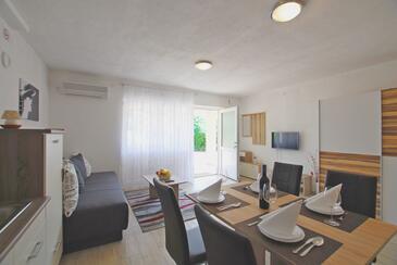 Rijeka, Obývací pokoj v ubytování typu studio-apartment, s klimatizací a WiFi.