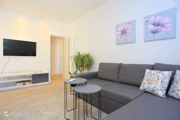 Žrnovnica, Obývací pokoj v ubytování typu apartment, s klimatizací a WiFi.