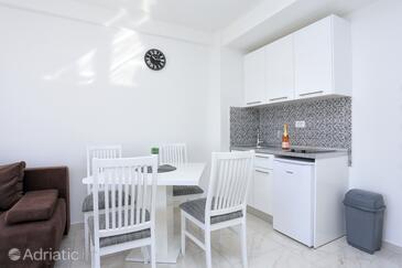 Živogošće - Porat, Sala da pranzo nell'alloggi del tipo studio-apartment, WiFi.