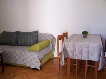 Novalja, Blagovaonica u smještaju tipa apartment, dostupna klima i WiFi.