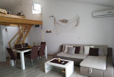 Sevid, Obývací pokoj 1 v ubytování typu apartment, s klimatizací, domácí mazlíčci povoleni a WiFi.