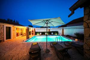 Family friendly house with a swimming pool Pridraga - Cuskijaš, Novigrad - 18169