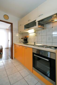 Murter, Kitchen in the apartment, (pet friendly) and WiFi.