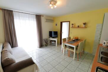 Murter, Living room in the apartment, air condition available, (pet friendly) and WiFi.