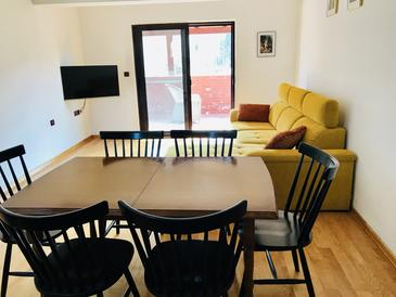 Boraja, Sala de estar in the house, air condition available, (pet friendly) y WiFi.