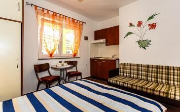 Malinska, Столовая в размещении типа studio-apartment, WiFi.
