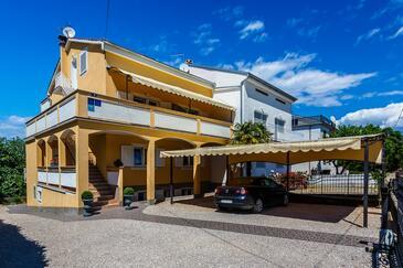 Malinska, Krk, Объект 18193 - Апартаменты и комнаты с галечным пляжем.