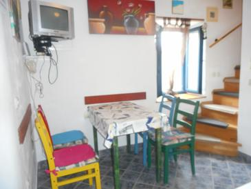 Susak, Dining room in the apartment, (pet friendly) and WiFi.