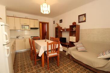 Kustići, Jídelna v ubytování typu apartment, s klimatizací.