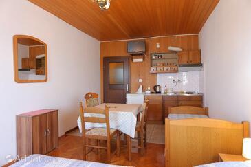 Lokva Rogoznica, Jídelna v ubytování typu studio-apartment, WiFi.
