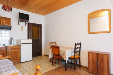 Lokva Rogoznica, Dining room in the studio-apartment, WiFi.