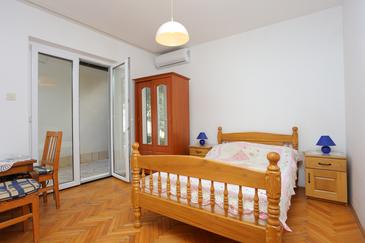 Baška Voda, Spavaća soba 1 u smještaju tipa room, dostupna klima i WiFi.