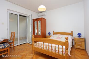 Baška Voda, Sypialnia 1 w zakwaterowaniu typu room, Dostępna klimatyzacja i WiFi.