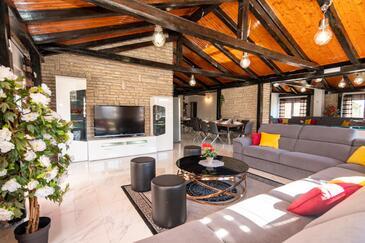 Turanj, Obývací pokoj 1 v ubytování typu house, s klimatizací a WiFi.