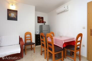 Živogošće - Porat, Dining room in the apartment, air condition available and WiFi.