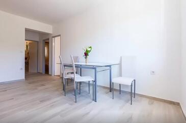 Bibinje, Jídelna v ubytování typu apartment, s klimatizací, domácí mazlíčci povoleni a WiFi.