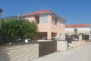 Apartments by the sea Vir - 18236