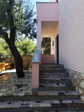 Mandre, Pag, Property 18239 - Apartments near sea with pebble beach.