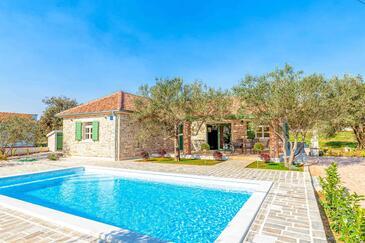 Sukošan, Zadar, Объект 18242 - Дом для отдыха вблизи моря с галечным пляжем.