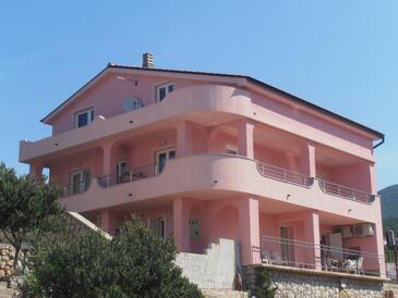 Klenovica, Novi Vinodolski, Объект 18260 - Апартаменты с галечным пляжем.