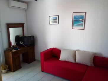 Ivan Dolac, Living room in the apartment, air condition available, (pet friendly) and WiFi.
