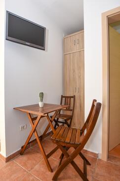 Mandre, Jídelna v ubytování typu studio-apartment, WiFi.