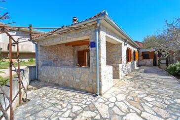 Sukošan, Zadar, Объект 18279 - Дом для отдыха с галечным пляжем.