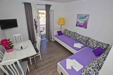 Hvar, Living room in the apartment, air condition available and WiFi.