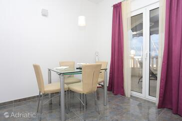 Sumpetar, Dining room in the studio-apartment, WiFi.