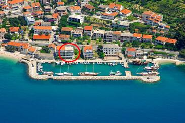 Sumpetar, Omiš, Property 18286 - Apartments near sea with pebble beach.