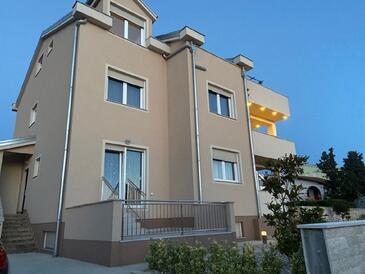 Punat, Krk, Объект 18292 - Апартаменты с галечным пляжем.