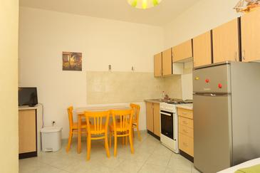 Duće, Dining room in the apartment, air condition available and WiFi.