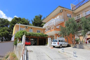 Duće, Omiš, Property 18302 - Apartments near sea with sandy beach.