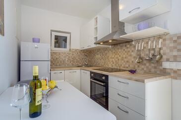 Mali Lošinj, Kuchyně v ubytování typu studio-apartment, domácí mazlíčci povoleni a WiFi.