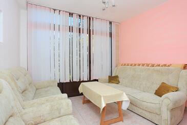 Marušići, Obývacia izba v ubytovacej jednotke apartment, domáci miláčikovia povolení a WiFi.