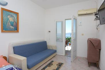 Marušići, Living room in the studio-apartment, air condition available, (pet friendly) and WiFi.