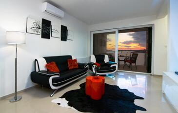 Novigrad, Obývací pokoj 1 v ubytování typu house, s klimatizací a WiFi.