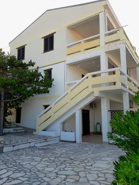 Pag, Pag, Объект 18345 - Апартаменты с галечным пляжем.