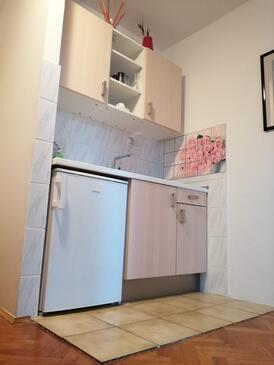 Krk, Kuchyně v ubytování typu studio-apartment, s klimatizací a WiFi.