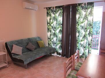 Pakoštane, Obývací pokoj v ubytování typu apartment, s klimatizací, domácí mazlíčci povoleni a WiFi.