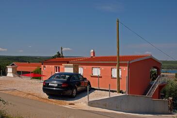 Karin Gornji, Novigrad, Объект 18387 - Апартаменты с галечным пляжем.