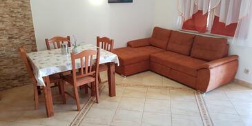 Vir, Jídelna v ubytování typu apartment, s klimatizací a WiFi.