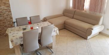 Vir, Dining room in the apartment, air condition available and WiFi.